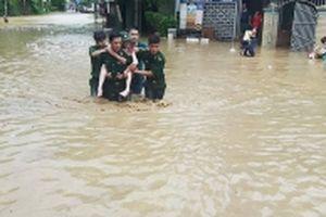 Nỗ lực giúp người dân vùng ngập lụt ở miền tây Nghệ An