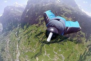 Cảnh đẹp được anh chàng bay bằng Wingsuit từ đỉnh núi ghi lại