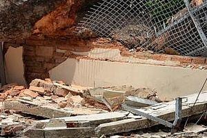 Giông lốc giật sập tường nhà lúc rạng sáng khiến 2 bà cháu tử vong