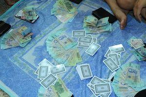 Một đội trưởng thanh tra giao thông bị khởi tố vì đánh bạc