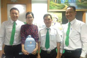 Lái xe Mai Linh trả lại tài sản giá trị lớn cho khách để quên