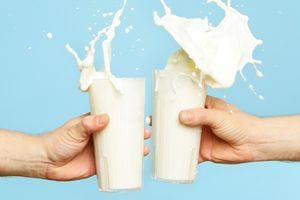 10 lợi ích sức khỏe tuyệt vời từ sữa giúp đẹp từ da đến tóc