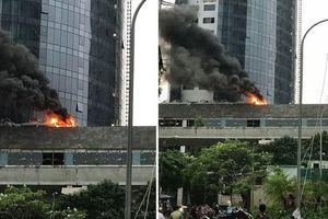 Cháy lớn tại tòa nhà đang xây dựng, khói đen bao trùm cả khu vực