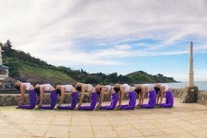 Thể hiện tình yêu Yoga qua cuộc thi Khoảnh khắc Yoga