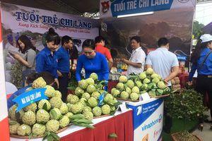 Na 'khủng' hút khách tại lễ hội Chi Lăng