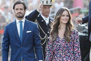Người mẫu bikini vượt 'bão chỉ trích' trở thành vợ hoàng tử Thụy Điển