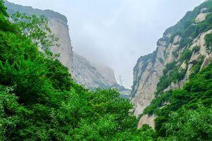 Vượt qua thử thách của Thần Chết để đến ngôi chùa cheo leo trên đỉnh núi