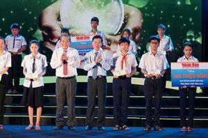 Phó Thủ tướng Trương Hòa Bình trao 1.300 suất học bổng 'Quỹ Hạt giống Việt'