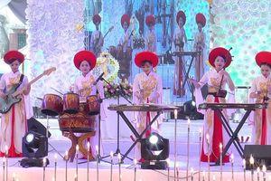 Hòa tấu nhạc cụ dân tộc tại Ngày hội VHTTDL vùng Đông Bắc