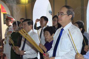 Lãnh đạo TP Hồ Chí Minh dâng hương tưởng nhớ cố Chủ tịch Tôn Đức Thắng