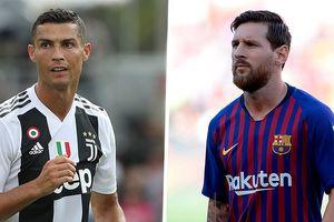 Ronaldo bị chê, Messi tỏa sáng
