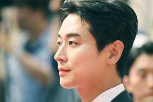 Chàng 'thái tử chân dài xứ Hàn' mặc đẹp hơn người mẫu