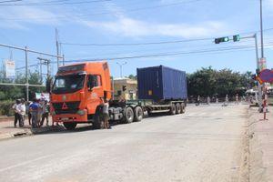 Va chạm với xe container, một phụ nữ tử vong sau tai nạn