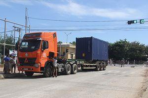 Đi chợ về, người phụ nữ bị xe container tông tử vong