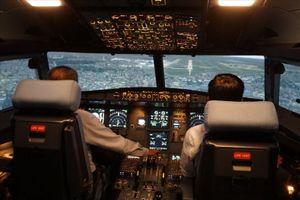 Vì sao phi công nghỉ việc phải báo trước 120 ngày?