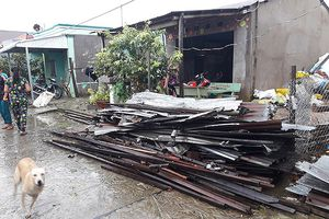 Kiên Giang: mưa giông làm sập, tốc mái hơn 100 căn nhà