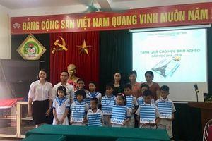 Hà Tĩnh: Trao tặng 4.000 cuốn vở đến các em học sinh trước thềm năm học mới