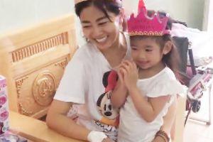 Mai Phương rạng rỡ mừng sinh nhật con gái 5 tuổi trong bệnh viện