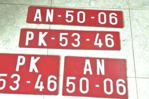 Ô tô chở thuốc lá lậu 'thủ' hàng loạt biển số đỏ giả