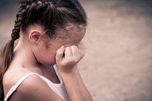 Đề nghị truy tố người cha thú tính xâm hại con gái 10 tuổi