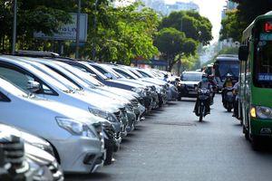 Gần 60% phương tiện đậu xe lòng đường không thu được phí
