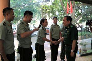 Thiếu tướng Phùng Quốc Tuấn tiếp đón Đoàn văn công Cục Quản lý Biên phòng Trung Quốc