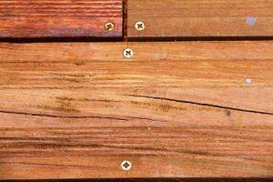 Vì sao gỗ lim lát đường ven sông Hương nứt rạn?