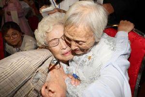 Nước mắt hạnh phúc của các gia đình Hàn - Triều sau 65 năm ly tán