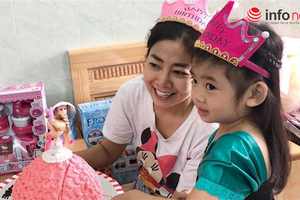 Mai Phương hạnh phúc cùng bạn bè người thân tổ chức tiệc sinh nhật cho con gái tại bệnh viện