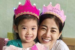 Mai Phương ôm chặt, mừng con gái tròn 5 tuổi trong bệnh viện