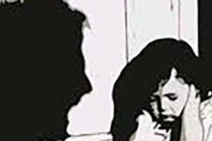Đề nghị truy tố gã cha thú tính xâm hại con gái ruột mới 10 tuổi