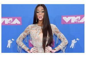 Loạt sao hở bốc lửa gây sốc trên thảm hồng MTV Video Music Awards 2018