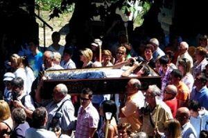 Kỳ lạ ngôi làng đưa tang cả người còn đang sống