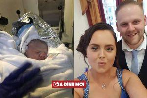 Bà mẹ 29 tuổi sinh con trong phòng vệ sinh vì không biết mình mang thai