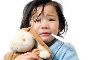 Thời tiết chuyển mùa, cha mẹ cần biết 6 căn bệnh trẻ dễ mắc và cách phòng