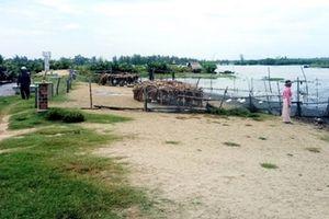 Đê ngăn mặn ven sông Trường Giang bị hư hỏng nghiêm trọng