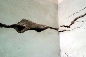 Thi công công trình căn hộ cao cấp gây nứt nhà dân