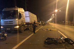 Tông xe máy vào xe đầu kéo đỗ ven đường, nam thanh niên chết tại chỗ
