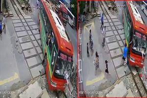 Nguyên nhân xe khách tông thẳng vào barie chắn tàu ở Thanh Hóa