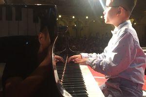 Cậu bé khiếm thị sinh thiếu tháng và cuộc bén duyên với âm nhạc lạ kỳ