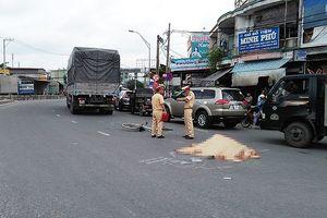 1 phụ nữ bán vé số chết thảm dưới bánh xe ở vòng xoay An Lạc