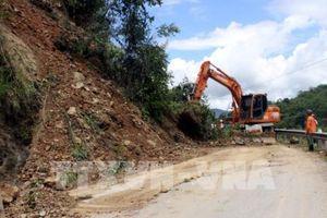Thông xe các tuyến Quốc lộ, tỉnh lộ qua Thanh Hóa và Nghệ An bị chia cắt do sạt lở