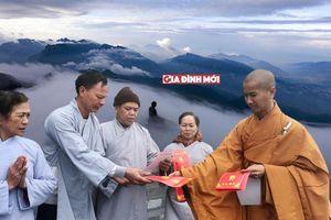 Đưa mẹ già 80 tuổi lên đỉnh thiêng Fansipan mừng lễ Vu Lan