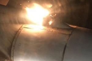 Phi cơ Nga chở 202 hành khách hạ cánh khẩn vì cháy động cơ