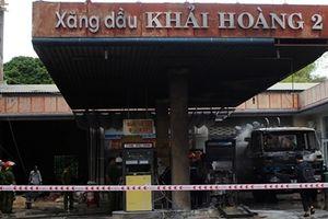 Thợ hàn gây cháy cây xăng ở Quảng Nam