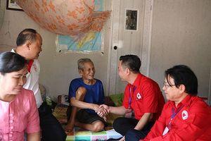 Hội chữ thập đỏ Hà Nội hỗ trợ người dân vùng lũ, người nghèo ở Lào