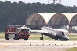 Siêu tiêm kích F-35 Mỹ gãy càng, cắm mũi xuống đường băng
