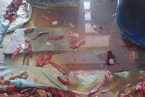 Phát hiện cơ sở sản xuất ớt muối bẩn ở Sài Gòn