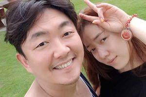 Cựu thành viên T-ara lộ ảnh thân mật với diễn viên hơn 16 tuổi
