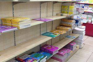 Chạy hàng chục hiệu sách ở TP.HCM không mua đủ một bộ SGK